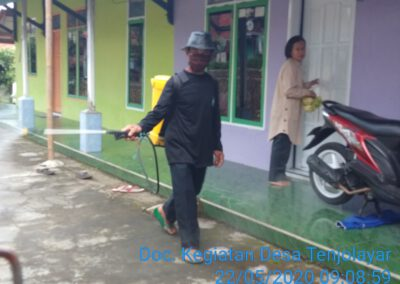 Gugus Tugas Covid 19 Desa Tenjolayar Adakan Penyemprotan Disinfektan