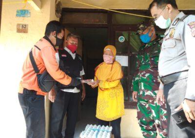 Enam KRTS Desa Tenjolayar Terima Bansos Provinsi Jawa Barat